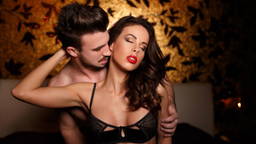 Foto: Trei poziții de sex pentru noaptea de Revelion!