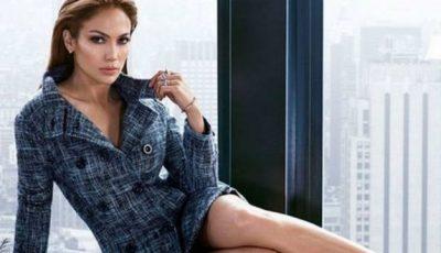 Jennifer Lopez a lansat o colecție de haine! Cât de hot a pozat pentru a le vinde!