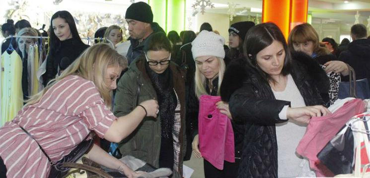 """Foto: Interpretelor le-a fost greu să se despartă de aceste haine la """"Cu vedetele la târg""""!"""