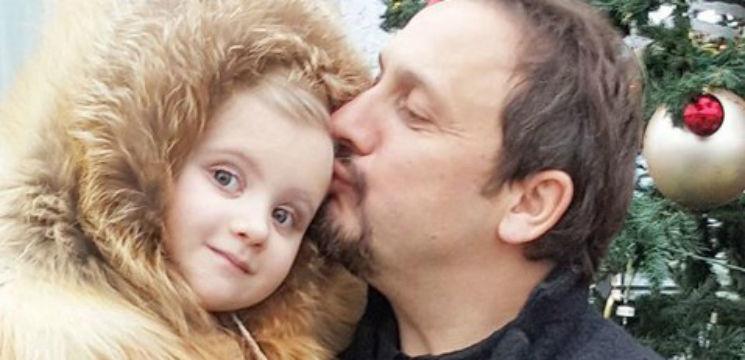 Foto: Internauții le critică. Ce blănuri poartă fiicele lui Stas Mihailov!