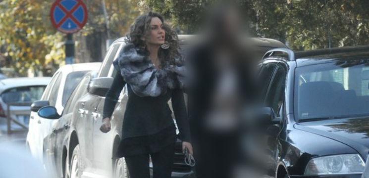 Foto: Anna Lesko e păzită de o femeie-bodyguard!