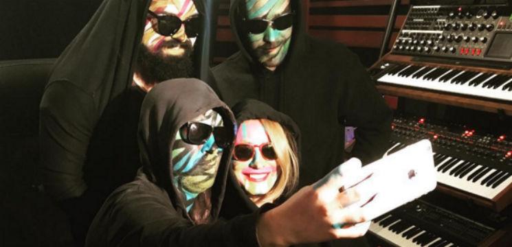 """Foto: De ce """"Carla's Dreams"""" nu-și scoate masca!"""