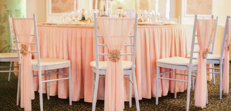Foto: 8 idei deosebite pentru decorul scaunelor de nuntă