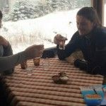 Foto: Victor Micușa a fost tuns pe vârf de munte de către fiu!