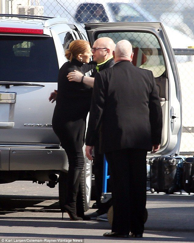 3066E36C00000578-3409320-Off_to_Canada_Celine_is_on_her_way_to_Montreal_for_the_funeral_I-a-85_1453335899660