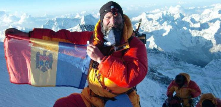 """Foto: Un moldovean a cucerit Everestul: """"Doi dintre colegii mei de expediție au murit acolo"""""""
