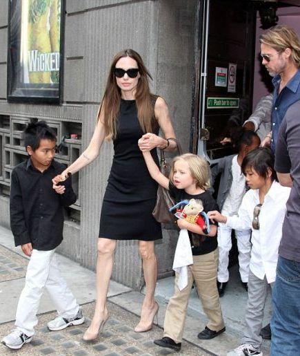 angelina-jolie-si-a-dus-copiii-la-teatru-de-ce-este-numita-o-mama-rece-si-distanta_3_1