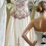 Foto: 5 greşeli pe care le fac viitoarele mirese când își aleg rochia de mireasă