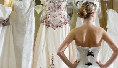 5 greşeli pe care le fac viitoarele mirese când își aleg rochia de mireasă