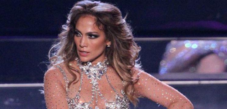 Foto: Jenant! Lui Jennifer Lopez i s-au rupt pantalonii în fund!