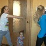 Foto: Mișcare în familie. Antrenamentele Unica Sport, practicate acasă!