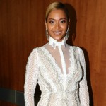 Foto: Beyonce a purtat o rochie de mireasă la premiile Grammy!