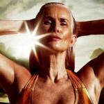 Foto: A devenit model de costume de baie la 56 de ani!