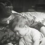 Foto: Imagini video de arhivă cu Micul Prinţ Charles şi Regina Elisabeta, pe când aceasta avea 23 de ani!