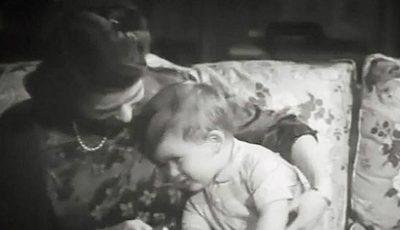 Imagini video de arhivă cu Micul Prinţ Charles şi Regina Elisabeta, pe când aceasta avea 23 de ani!