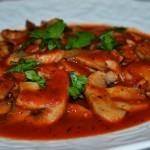 Foto: Ciuperci în sos de tomate