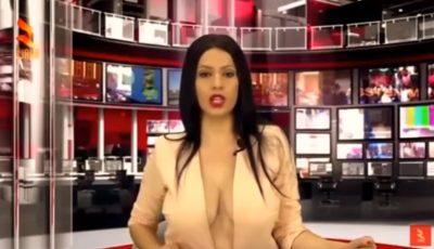 O prezentatoare TV îşi etalează bustul, în direct, în fiecare seară!