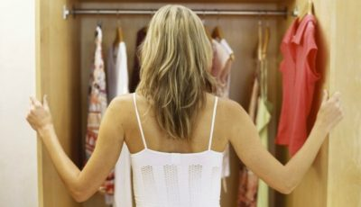 5 piese vestimentare pe care trebuie să le arunci acum din garderobă!
