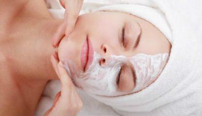 Cea mai simplă mască pentru curățarea porilor!