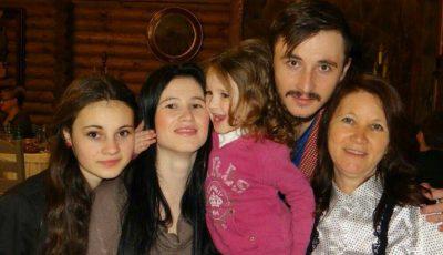 Cu drag de mama: Emilian Crețu, stilist