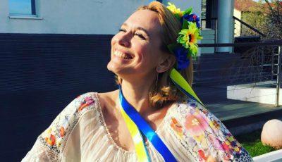 Andreea Esca a îmbrăcat haina unui designer moldovean!