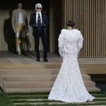 Foto: Rochia de mireasă cu glugă! Noutate în rândul ținutelor de nuntă