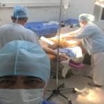 Foto: Medicul de la Floreşti se apără în cazul selfie-ului postat cu pacienta din sala de operaţii