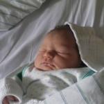 Foto: Cum a fost salvat un bebeluş nou-născut după ce a venit pe lume ,,în cămaşă''! Video