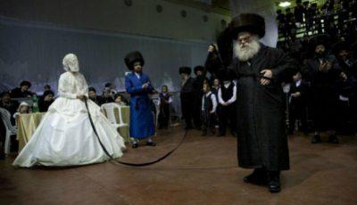 Cum se face nunta la evrei: Mireasa este trasă de o panglică sub privirile a mii de bărbaţi