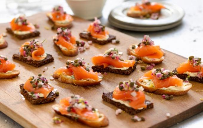 smoked-salmon-tartines-with-red-onioncaper-relish-26806_l_0
