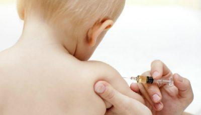 Dezbatere incendiară despre vaccinuri la o emisiune TV din Franţa. Medic: ,,Noi nu ştim cum acţionează, nu ştim unde o să ajungem cu ele.''