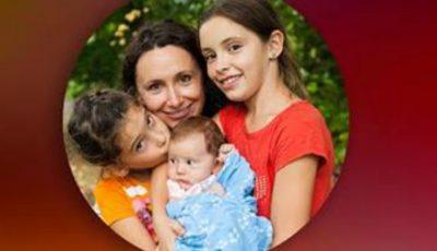 """Nata Albot nu se oprește să ne surprindă! 4 motive de ce ar trebui să mergi la """"Lecția sa de maternitate"""""""
