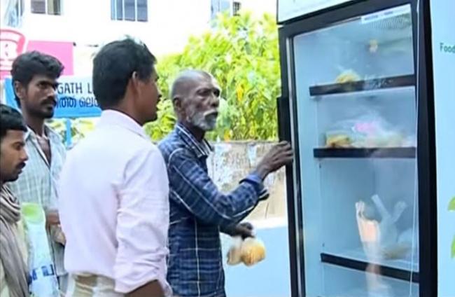 8337760-650-1459759370-public-street-fridge-for-homeless-india-13