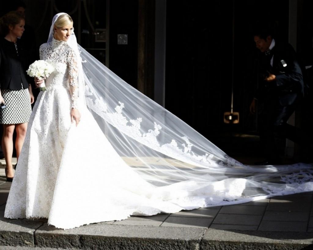 Nicky Hilton într-o rochie de 77000 de dolari