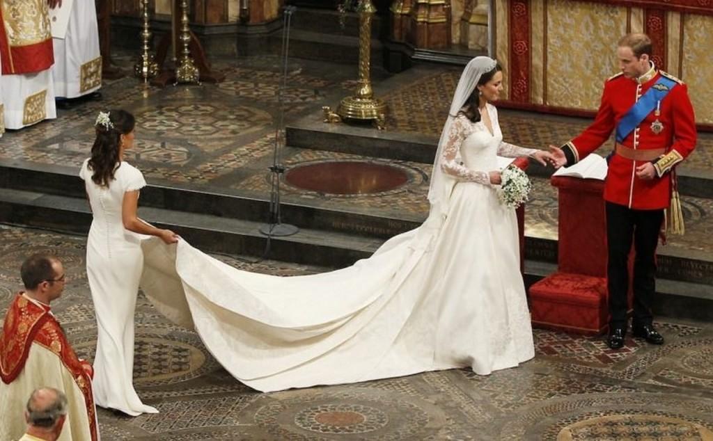 Rochia de mireasă purtată de Kate Middleton a valorat 400000 de dolari