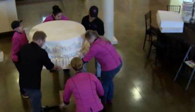 Mireasa a comandat un tort de 360 de kg pentru nuntă. Priviţi ce fac aceşti cofetari…