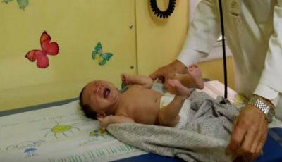 Cum să calmezi un bebeluș care plânge? Tehnica dezvăluită de un medic pediatru. Video