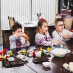 Foto: Copiii au copt biscuiţi de Paști! Vezi ce rețete ți-au pregătit