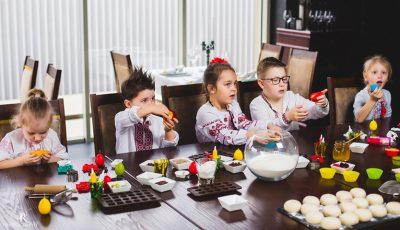 Copiii au copt biscuiţi de Paști! Vezi ce rețete ți-au pregătit