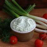 Foto: Cremă de brânză cu mărar și ceapă verde