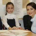 """Foto: Zeci de copii au venit la lansarea cărţii """"Semincioara fermecată"""" de Stela Popa"""