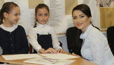 """Zeci de copii au venit la lansarea cărţii """"Semincioara fermecată"""" de Stela Popa"""