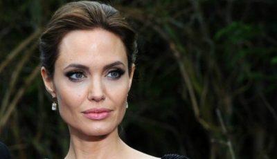 Angelina Jolie are o sosie! Seamănă ca două picături de apă!