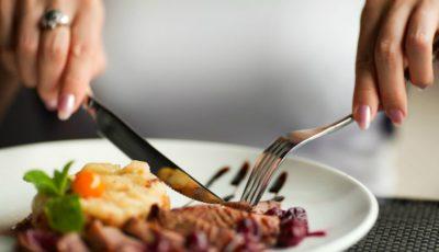 10 reguli de bune maniere pe care să le respecți la un restaurant de top