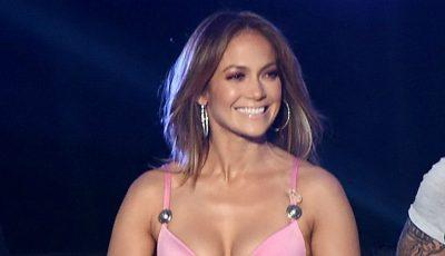 Nici modelele nu poartă așa tocuri. Vezi ce a încălțat Jennifer Lopez