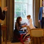 Foto: Halatul purtat de Prinţul George a făcut furori. Toate unitățile au fost cumpărate în câteva minute!