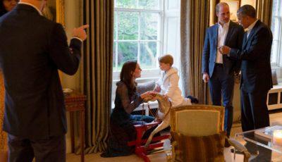 Halatul purtat de Prinţul George a făcut furori. Toate unitățile au fost cumpărate în câteva minute!