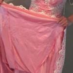 Foto: A comandat o rochie din China. Vezi cum arată în realitate!
