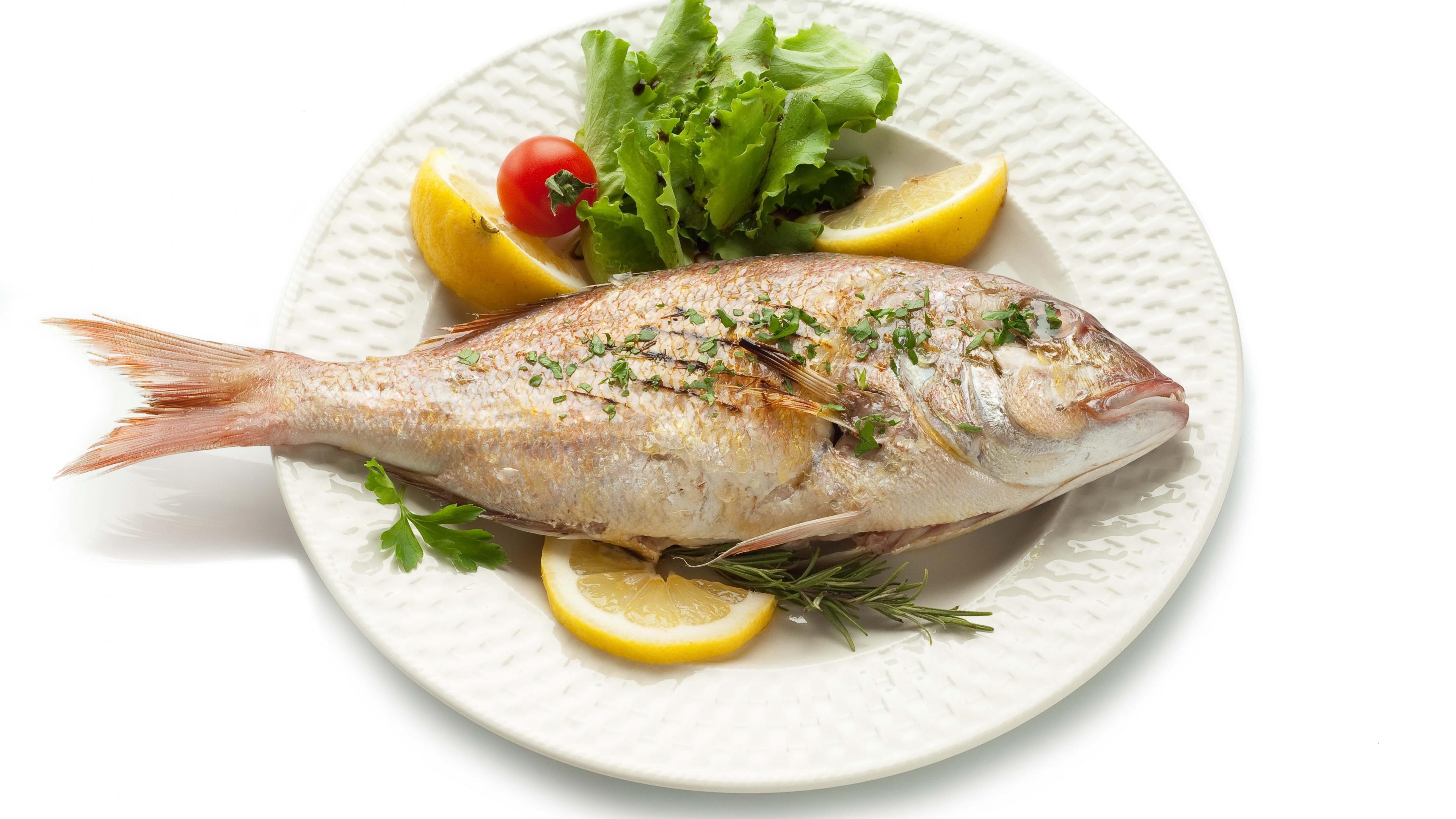 fish_dish_herbs_lemon_white_background_78321_3840x2160