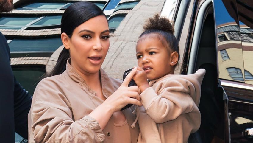 Foto: Revoltător! Ce intervenţie i-a făcut Kim Kardashian fiicei pentru a fi mai frumoasă